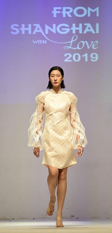 由100%科思创柔性热塑性聚氨酯(TPU)制成的全球首款3D打印柔性旗袍